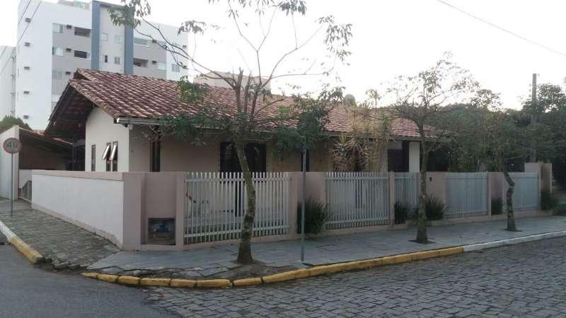 Casa 3 dormitórios no bairro Centro em Guaramirim