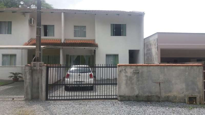Sobrado 3 dormitórios no bairro Nova Esperança em Guaramirim