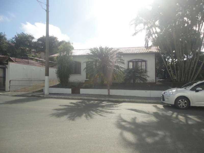 Casa 3 dormitórios no bairro Nova Esperança em Guaramirim